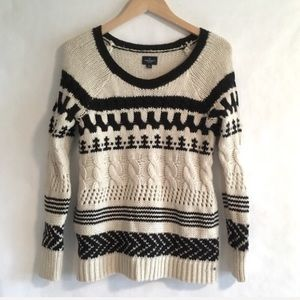 American Eagle ivory and black pullover